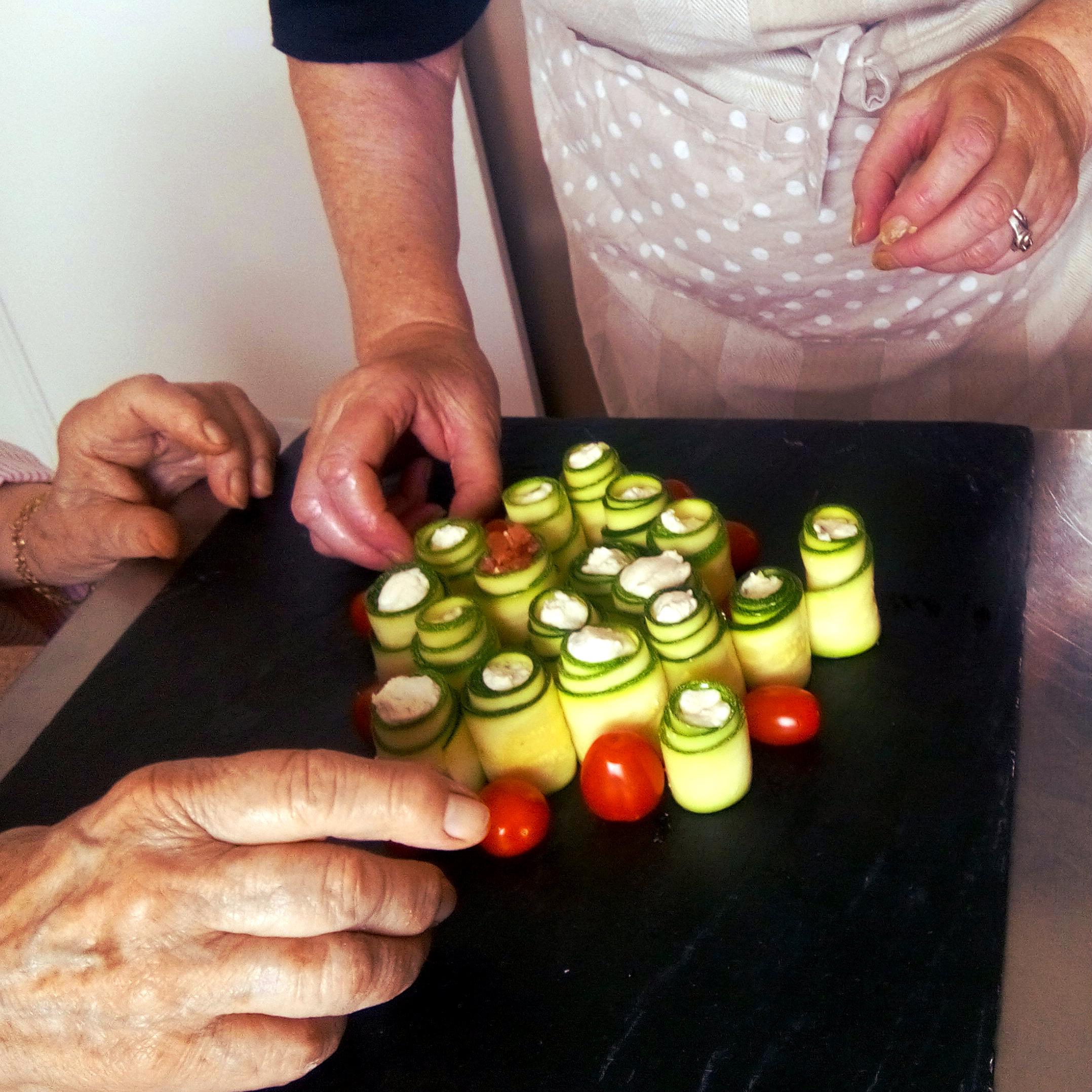atelier-ensemble-mieux-manger-roule-courgette-cantine-cocotte