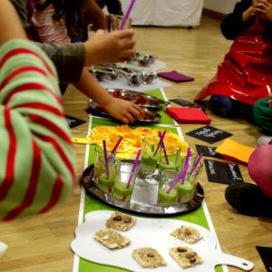 atelier-enfant-croquons-les-arcs-en-ciels-dégustation-cantine-cocottes